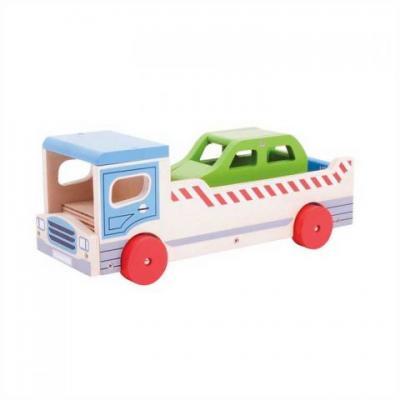 Drevené odťahové auto s osobným autom